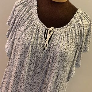 🎈🎈Chaps  NWT scoop neck keyhole tie front